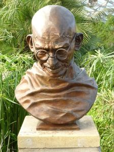 Bust_of_Mahatma_Gandhi,_Saughton_Park,_Edinburgh_(1997)